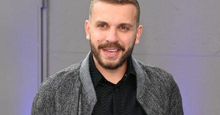 Schauspieler Edin Hasanovi? bei der Verleihung des Deutschen Schauspielpreises.