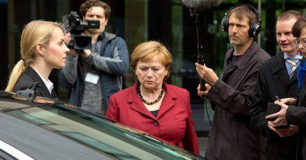Imogen Kogge als Angela Merkel in einer Szene des  ARD-Films «Die Getriebenen».