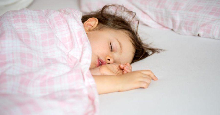 So erholsam der Mittagsschlaf für Eltern und Kinder auch ist: Irgendwann wird es Zeit, ihn wegzulassen.