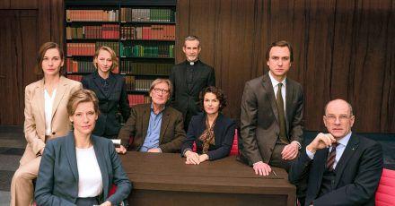 «Gott» mit Christiane Paul (l-r), Ina Weisse, Anna Maria Mühe, Matthias Habich, Ulrich Matthes, Barbara Auer, Lars Eidinger  und Götz Schubert.