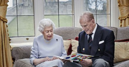Die britische Königin Elizabeth II. und ihr Ehemann Prinz Philip, Herzog von Edinburgh, sind seit dem 20. November 1947 verheiratet.