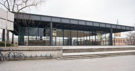 Die Neue Nationalgalerie in Berlin soll nach Sanierungsarbeiten voraussichtlich im August 2021 wieder eröffnet werden.