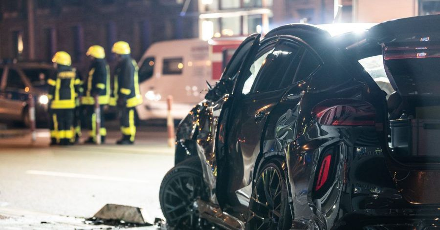 Bei einer tödlichen Kollision inFrankfurt hat einSUVmehrere Menschen erfasst.