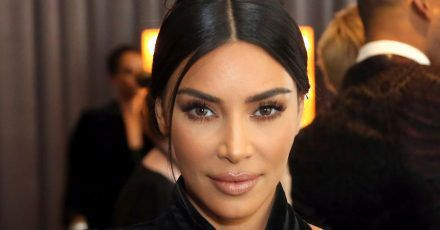 """Kim Kardashian, US-amerikanische Schauspielerin, nimmt an den Creative Arts Emmy Awards im Microsoft Theater teil. (zu dpa: """"Kampf gegen Falschnachrichten: Kardashian geht in Instagram-Streik"""") (Wiederholung mit verändertem Bildausschnitt)"""