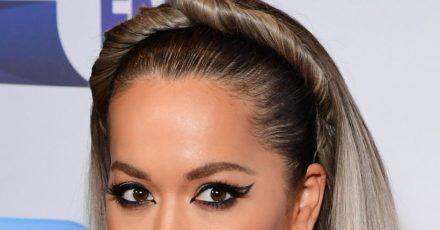 Die britische Sängerin Rita Ora hat gefeiert - mitten im Lockdown.