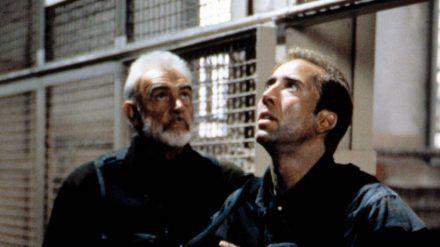 """Sean Connery (l.) und Nicolas Cage in """"The Rock - Fels der Entscheidung"""" aus dem Jahr 1996. (cam/spot)"""