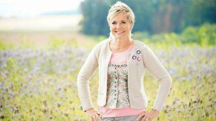 """Inka Bause moderiert """"Bauer sucht Frau"""". (jom/spot)"""