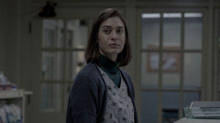 Lizzy Caplan als labile Krankenschwester Annie Wilkes. (stk/spot)