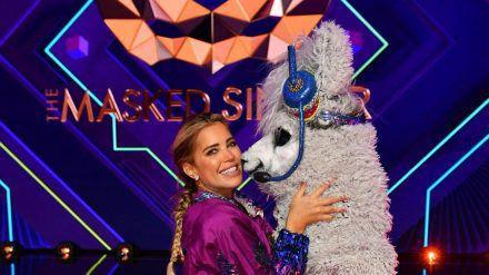 """Sie steckte bei """"The Masked Singer"""" im Alpaka: Moderatorin Sylvie Meis. (ncz/spot)"""