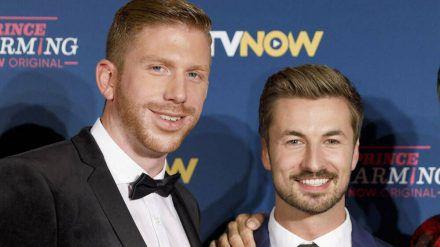 """Nicolas Puschmann (r.) und Lars Tönsfeuerborn haben sich in der Gay-Datingshow """"Prince Charming"""" kennengelernt. (eee/spot)"""