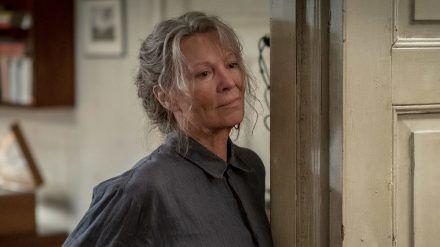 """""""Altes Land"""": Nachdem Karl gestorben ist, muss sich Vera (Iris Berben) erst mal an die Stille auf dem Hof gewöhnen. (cg/spot)"""