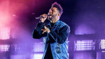 The Weeknd wird im kommenden Jahr in der Halbzeitshow des 55. Super Bowls performen. (stk/spot)