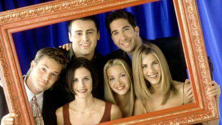 """Die """"Friends""""-Stars wollen im März 2021 ein Wiedersehen feiern. (cos/spot)"""