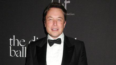 Unternehmer Elon Musk hat mit Erkältungssymptomen zu kämpfen. (cos/spot)