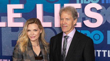 """Michelle Pfeiffer und David E. Kelley bei der Premiere seiner Serie """"Big Litte Lies"""". (ncz/spot)"""