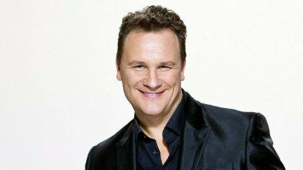 """Guido Maria Kretschmer moderiert """"Jetzt ist Showtime - Stars gegen Krebs"""". (cam/spot)"""