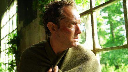Jude Law als der auf Osea Island gestrandete Sam (stk/spot)