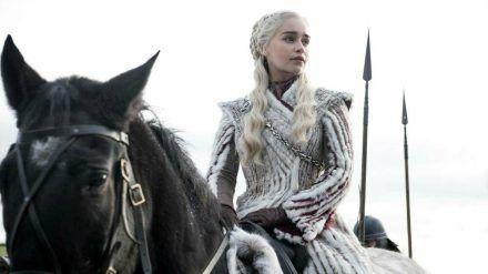 "Emilia Clarke als Daenerys Targaryen in ""Game of Thrones"". (cos/spot)"