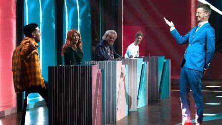 """""""Wer stiehlt mir die Show?"""" mit (v.l.): Elyas M'Barek, Palina Rojinski, Thomas Gottschalk und Gegner Joko Winterscheidt. (ili/spot)"""