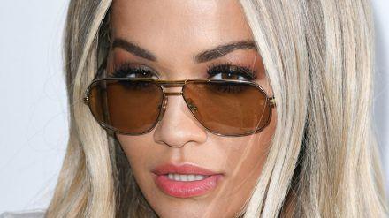 Rita Ora entschuldigt sich für missachtete Lockdown-Regeln. (ili/spot)