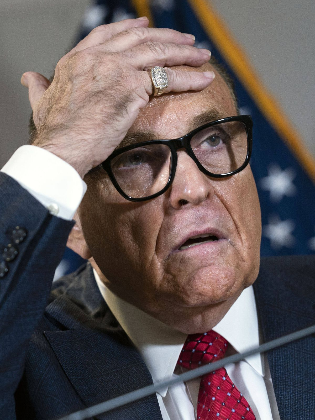 Rudy Giuliani schweißgebadet: Das Netz lacht sich schlapp über Trumps Top-Anwalt