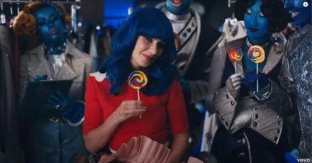 Katy Perry: Hier rettet sie mit Zooey Deschanel die Welt