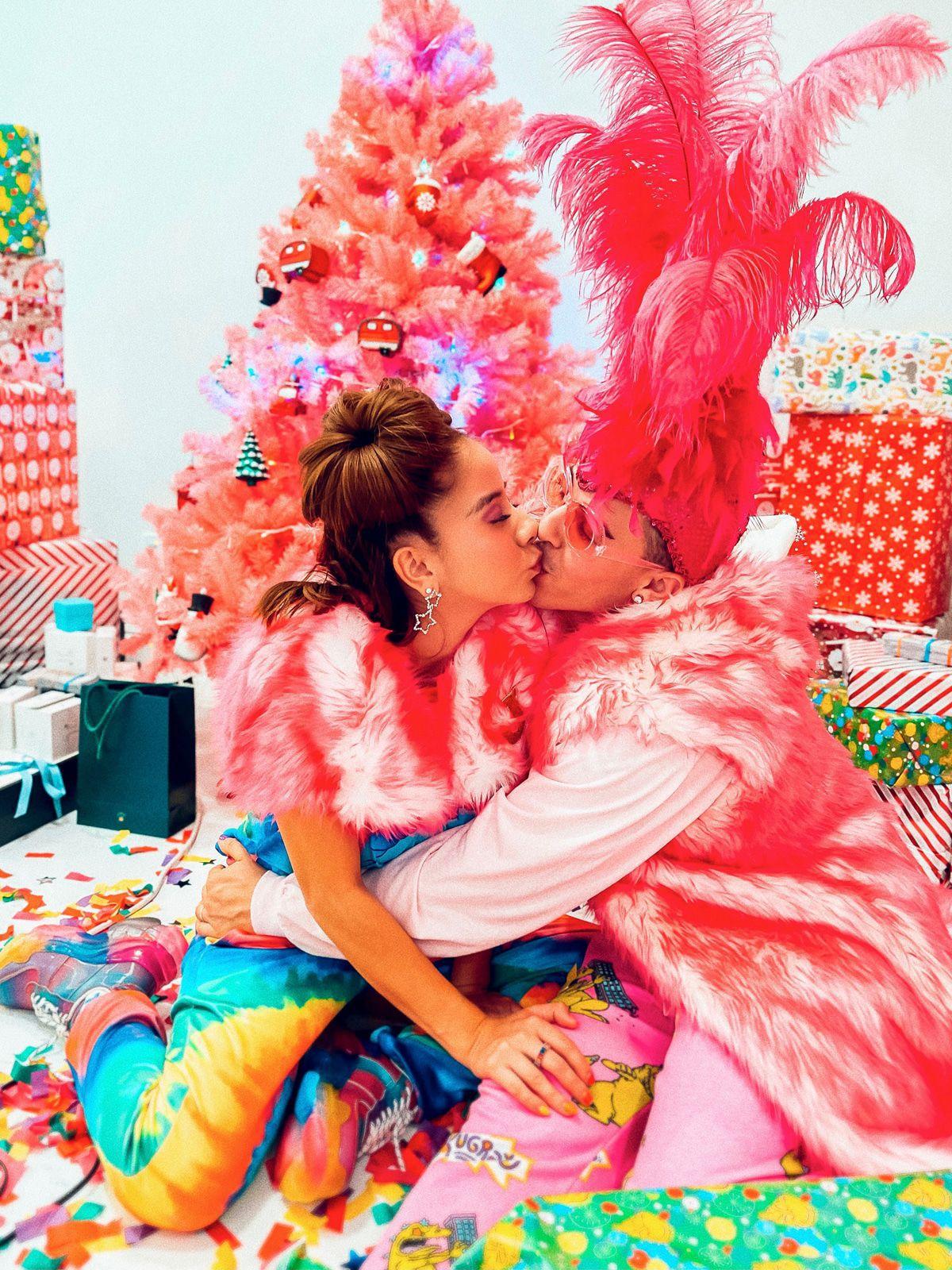 TikTok-Multimillionär Candy Ken: Weihnachten in Pink