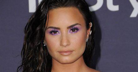 Demi Lovato zeigt ihre Dehnungungsstreifen