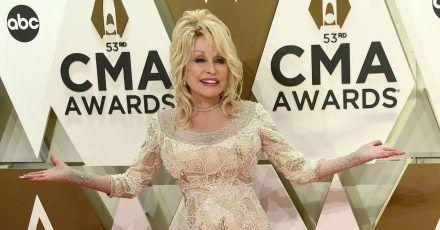 Dolly Parton geht nie ungestylt aus dem Haus