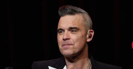 Robbie Williams 2019 in Hamburg bei einem Fankonzert.
