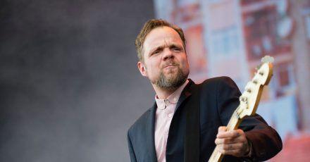 Beatsteaks-Bassist Torsten Scholz (r) glaubt, dass sich in der Band einiges verändern werde, wenn Künstler auch im nächsten Jahr nicht auftreten dürfen.