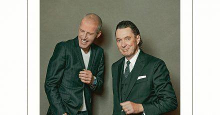 Benjamin von Stuckrad-Barre (l) und Martin Suter auf dem Cover ihres Erzählbandes «Alle sind so ernst geworden».