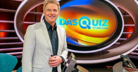 Moderator Jörg Pilawa steht in der Kulisse der Sendung «Das Quiz mit Jörg Pilawa» (undatierte Aufnahme).