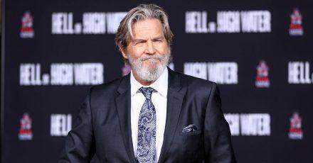 Noch ohne Diagnose und mit voller Haarpracht: Jeff Bridges wird 2017 am TCL Chinese Theatre IMAX in Los Angeles mit einer Zeremonie geehrt.