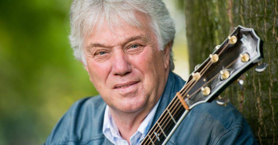 Der Musiker und Musikproduzent Rolf Zuckowski freut sich darüber, dass er mit seinem Liedergeschichten-Videos auf Youtube so gut ankommt.