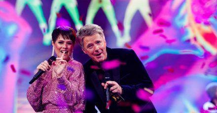 Die Moderatoren Francine Jordi (l) und Jörg Pilawa (r) führen durch die Show.