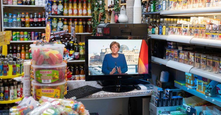 Die TV-Ansprache der Bundeskanzlerin im März 2020 in einem Spätkauf in Berlin.