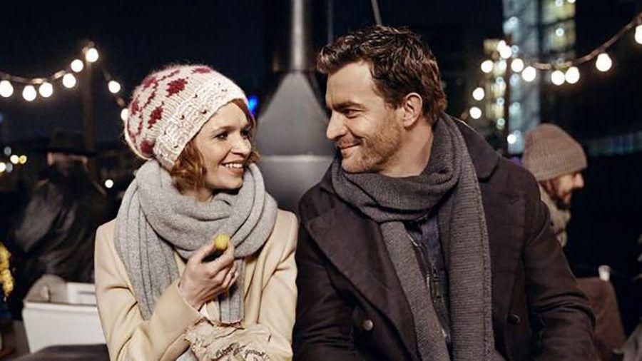 """""""SMS für Dich"""": Clara (Karoline Herfurth) und Mark (Friedrich Mücke) lernen sich auf eine ungewöhnliche Weise kennen. (cg/spot)"""