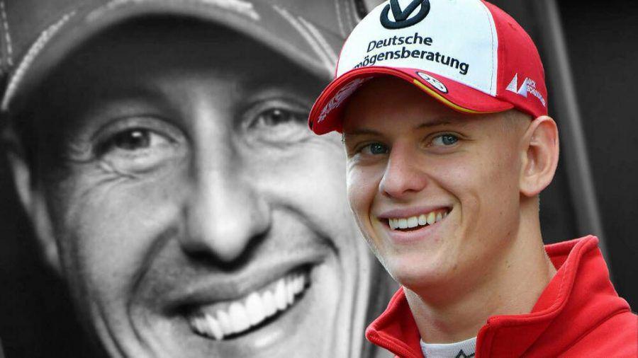 Mick Schumacher (r.) fährt ab 2021 in der Formel 1 und tritt in die Fußstapfen seines Vaters Michael Schumacher (l.) (wue/spot)