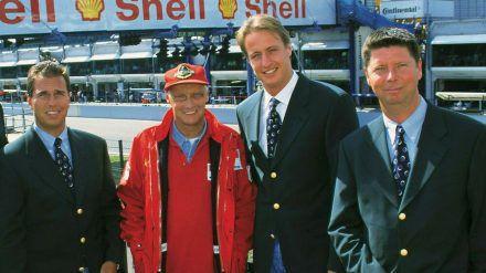 Boxen-Reporter Kai Ebel, der ehemalige RTL-Experte Niki Lauda sowie die Moderatoren Florian König und Heiko Wasser bei einem ihrer Einsätze für RTL Mitte der 90er-Jahre. (v.l.n.r.) (dr/spot)