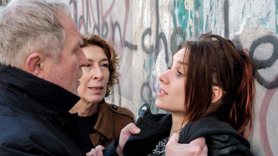 """""""Tatort: Unten"""": Bibi Fellner (Adele Neuhauser, M.) und Moritz Eisner (Harald Krassnitzer) fühlen Tina Kranzinger (Maya Unger) auf den Zahn. (cg/spot)"""