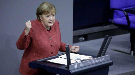 Angela Merkel im Dezember im Bundestag (mia/spot)