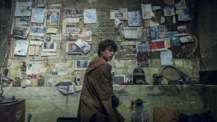 """Kiano (Emilio Sakraya) stellt sich in """"Tribes of Europa"""" dem Kampf um die Freiheit. (jru/spot)"""