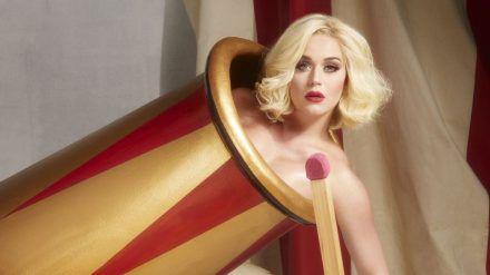 """Der Verkauf von Feuerwerk ist in diesem Jahr verboten - wer es trotzdem krachen lassen möchte, kann """"Firework"""" von Katy Perry auflegen. (tae/spot)"""