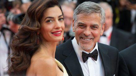 Amal Clooney hat über besondere Eigenschaften ihres Ehemannes George geschwärmt. (jom/spot)