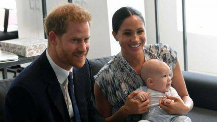 Harry und Meghan gemeinsam mit Sohn Archie 2019 in Südafrika. (cos/spot)