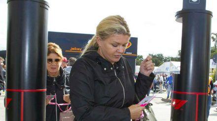 Corinna Schumacher vertrat ihren Mann Michael bei der FIA-Gala in Genf. (dr/spot)