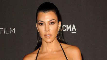 Kourtney Kardashian mag es an Weihnachten offenbar extravagant. (cos/spot)