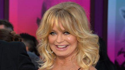 Goldie Hawn schmückt ihren Weihnachtsbaum in diesem Jahr anders (ili/spot)