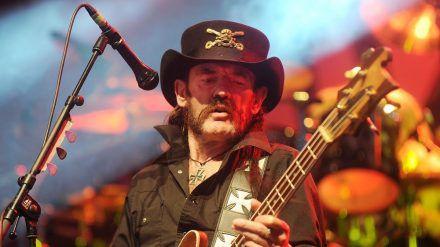 Auf der Bühne war er in seinem Element: Kultrocker Lemmy Kilmister. (ili/spot)